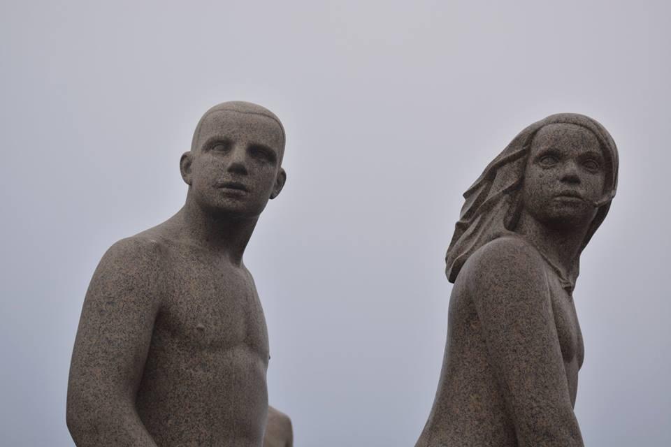 escultura homem de pedra